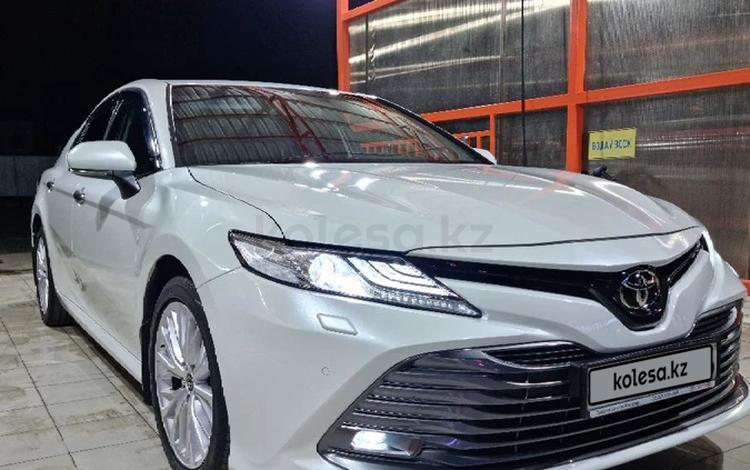 Toyota Camry 2019 года за 14 600 000 тг. в Атырау