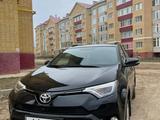 Toyota RAV 4 2018 года за 13 250 000 тг. в Актобе