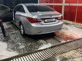 Hyundai Sonata 2011 года за 3 400 000 тг. в Атырау – фото 2
