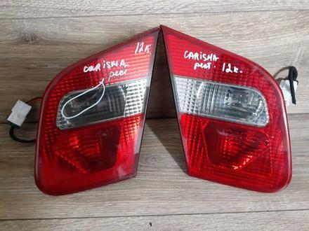 Задние фонари с крышки багажника на Mitsubishi Carisma за 15 000 тг. в Караганда
