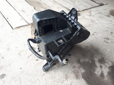 Короб воздушного фильтра на ауди а6 с4 2.0 abk инжектор за 5 000 тг. в Караганда