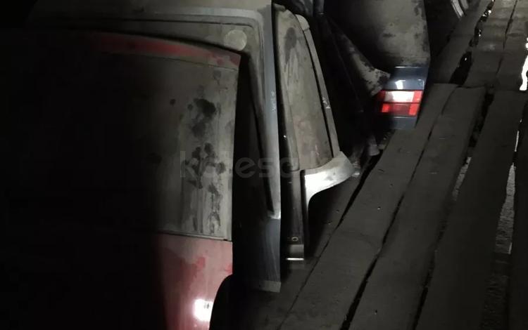 Крышка багажника мазда 323 хэчбек двери за 111 тг. в Алматы