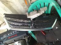 Решетка на передний бампер на Mitsubishi Outlander за 125 тг. в Алматы