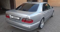 Mercedes-Benz E 200 2001 года за 2 100 000 тг. в Семей – фото 4