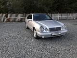 Mercedes-Benz E 200 1995 года за 1 850 000 тг. в Экибастуз – фото 2
