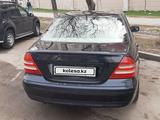 Mercedes-Benz C 240 2001 года за 2 000 000 тг. в Алматы – фото 2
