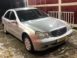 Mercedes-Benz C 180 2000 года за 2 200 000 тг. в Атырау