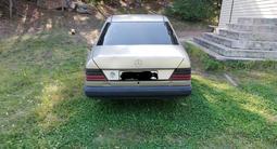Mercedes-Benz E 200 1989 года за 1 150 000 тг. в Караганда – фото 3