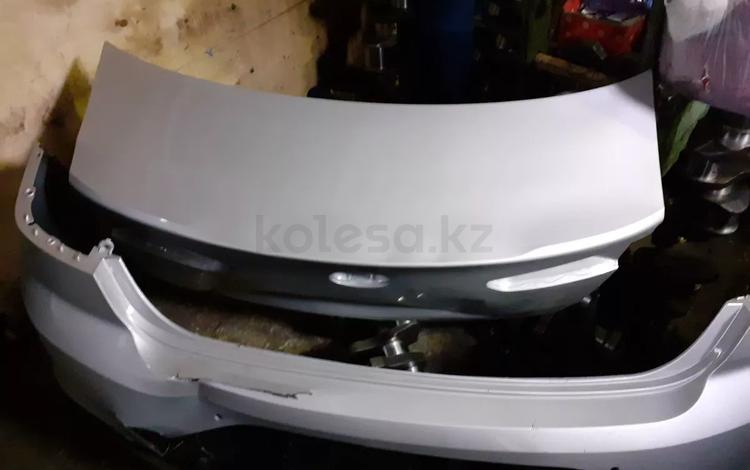 Задний бампер, крышка багажника в комплекте за 85 000 тг. в Алматы