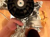 Помпа водяная мотор м278, м276. Мерседес w222, w166, X166 за 182 000 тг. в Нур-Султан (Астана) – фото 3