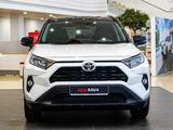 Toyota RAV 4 2021 года за 15 930 000 тг. в Нур-Султан (Астана) – фото 2