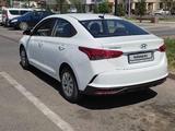 Hyundai Accent 2021 года за 7 200 000 тг. в Тараз – фото 2