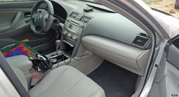 Toyota Camry 2011 года за 4 800 000 тг. в Актобе – фото 2