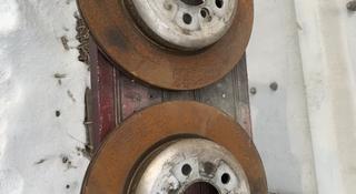 Тормозные диски задние bmw f10 за 30 000 тг. в Алматы