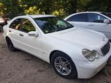 Mercedes-Benz C 200 2004 года за 2 900 000 тг. в Шымкент – фото 2