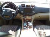 Toyota Highlander 2011 года за 11 600 000 тг. в Актау – фото 2