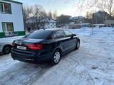 Volkswagen Jetta 2015 года за 3 500 000 тг. в Уральск – фото 4
