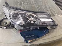 Фара правая передняя Toyota Rav4 за 55 000 тг. в Актобе