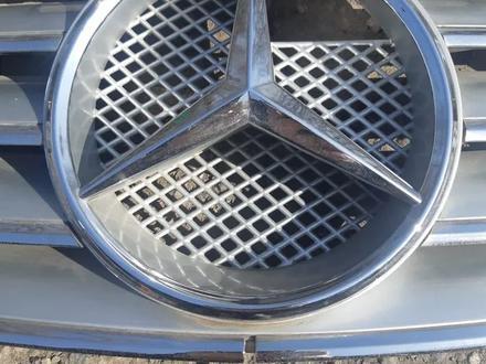 Решетка на Мерседес Mercedes w220 за 15 000 тг. в Алматы – фото 2