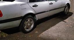 Mercedes-Benz C 180 1994 года за 1 400 000 тг. в Караганда – фото 2