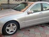 Mercedes-Benz C 240 2002 года за 3 800 000 тг. в Алматы