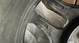 130 Стиль BMW R17 вместе с резиной Bridgestone ice cruser за 170 000 тг. в Алматы – фото 2