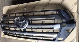 Решетка радиатора на ленд крузер 200 оригинал за 39 000 тг. в Алматы