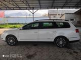 Volkswagen Passat 2010 года за 3 700 000 тг. в Мерке – фото 3