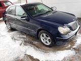 Mercedes-Benz C 200 2002 года за 2 900 000 тг. в Караганда – фото 2