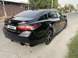 Toyota Camry 2020 года за 13 200 000 тг. в Шымкент – фото 3
