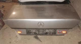 Крышка багажника mercedes 124 седан за 10 000 тг. в Караганда