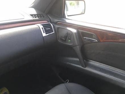 Mercedes-Benz E 240 1997 года за 2 300 000 тг. в Шымкент – фото 4
