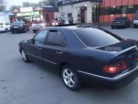 Mercedes-Benz E 320 1996 года за 2 200 000 тг. в Алматы