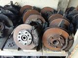 Тормозной диск передний Toyota Camry 10 за 10 000 тг. в Семей