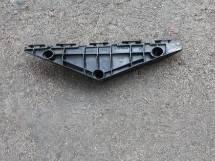 Крепление переднего бампера правая Toyota Avensis за 10 000 тг. в Караганда