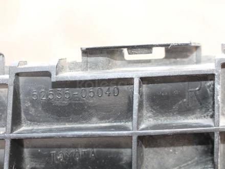 Крепление переднего бампера правая Toyota Avensis за 10 000 тг. в Караганда – фото 2