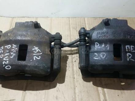 Суппорт передний ниссан примера р11 за 5 000 тг. в Караганда – фото 2