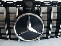 Mercedes-benz w205 c-class центральные решётки радиатора за 100 000 тг. в Алматы