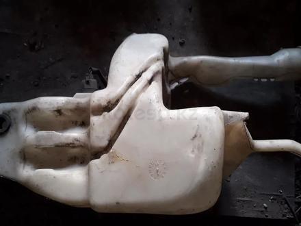 Бачок омывателя на Mitsubishi Carisma v1.8 бензин. (1995-2000 год) б… за 7 000 тг. в Караганда