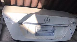Крышка багажника w204 за 888 тг. в Алматы