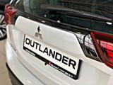 Mitsubishi Outlander 2020 года за 11 990 000 тг. в Алматы – фото 4