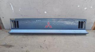 На Мицубиси Делика Delica, 1989-1993 г. В. Решетка радиатора, оригинал… за 15 000 тг. в Алматы