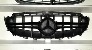 Решетка радиатора Mercedes w213 W 213 AMG за 150 000 тг. в Алматы