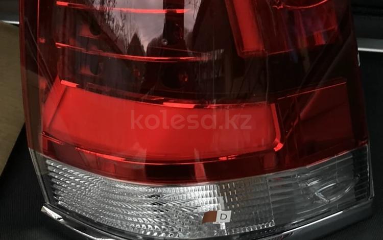 Задняя фара Тойота Ленд Крузер 200 за 50 000 тг. в Алматы