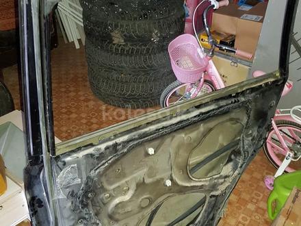 Правый задний дверь Toyota rav4 2010 за 9 900 тг. в Актобе – фото 2