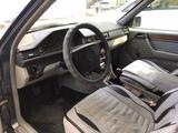 Mercedes-Benz E 200 1993 года за 1 638 833 тг. в Алматы – фото 4