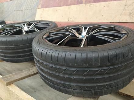 Диски с резиной на BMW 235/40/R18 за 140 000 тг. в Алматы – фото 4