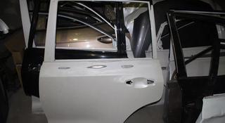 Дверь передняя задняя левая правая Toyota Land Cruiser 200 за 999 тг. в Караганда