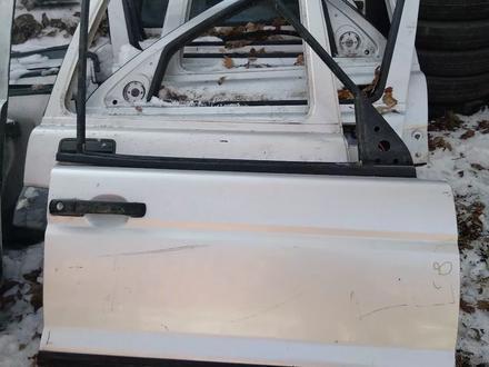 Крышка багажника ланд ровер Дискавери 2 за 40 000 тг. в Алматы – фото 2