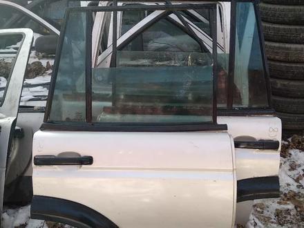 Крышка багажника ланд ровер Дискавери 2 за 40 000 тг. в Алматы – фото 3